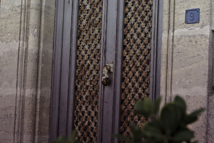 porte d'une maison à Soulac
